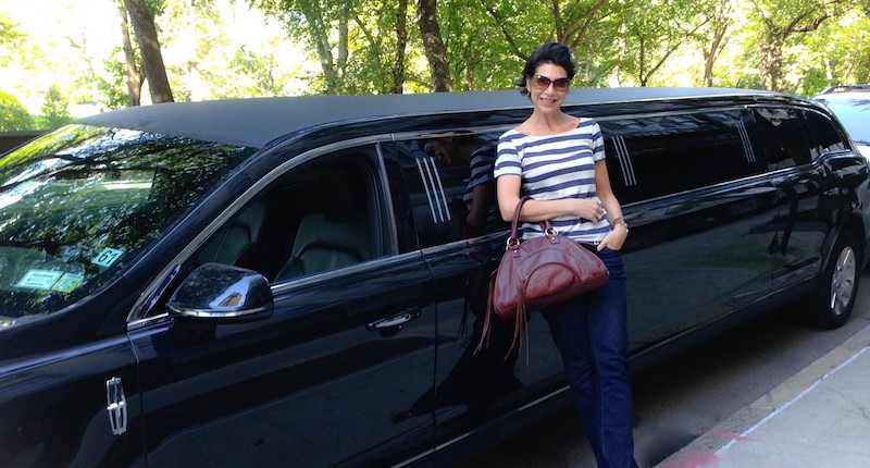 Private NYC VIP Limo Tours - waiting to pick up clients
